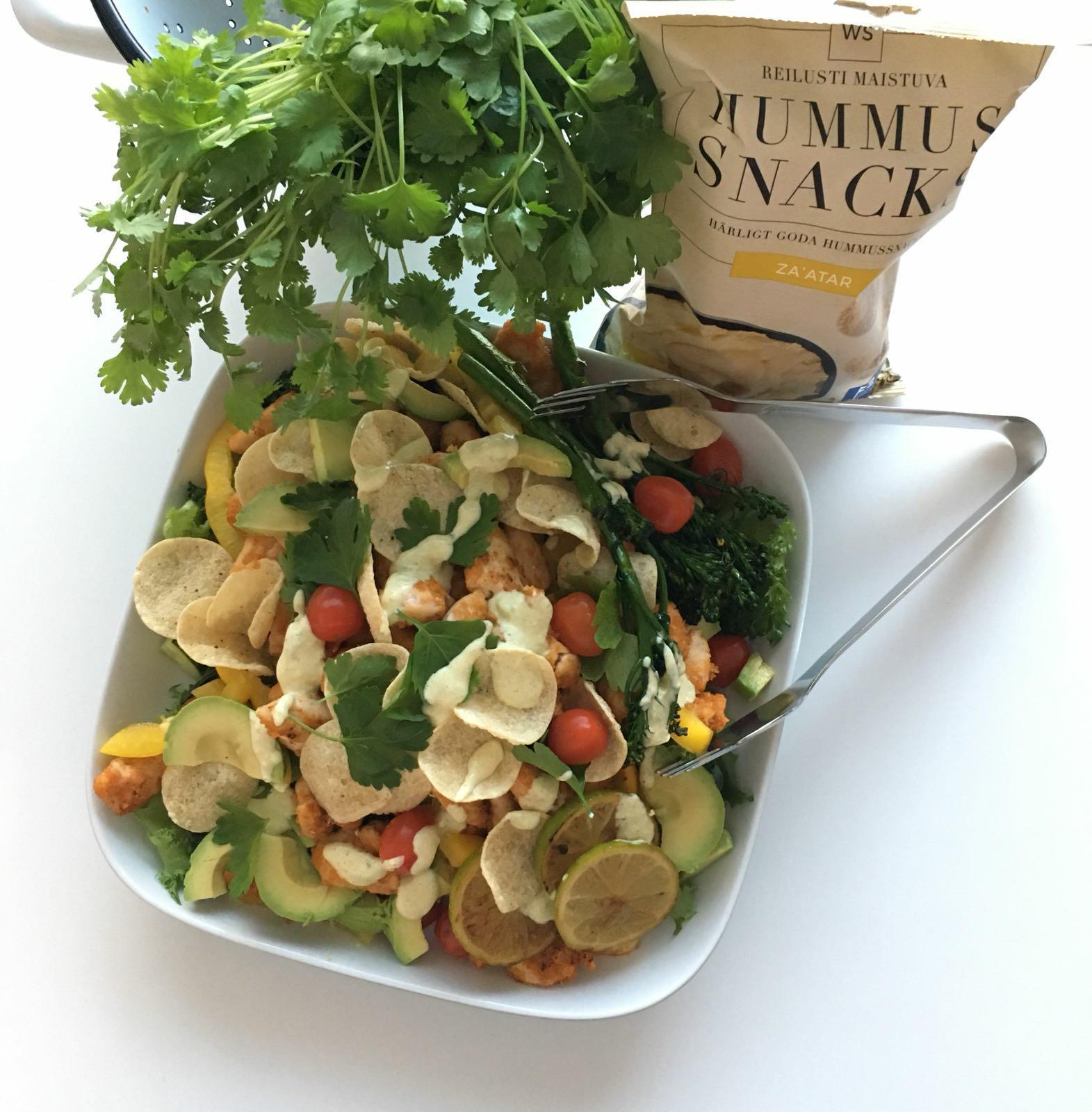 Herkkusalaatti Meksikolaisella twistillä WS Zatar Hummus Snacksien kera
